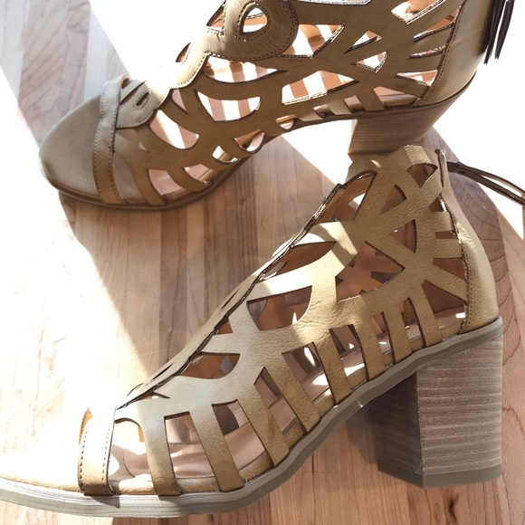 0b1eee7e9aa Cut out/cage Report block heels NWT